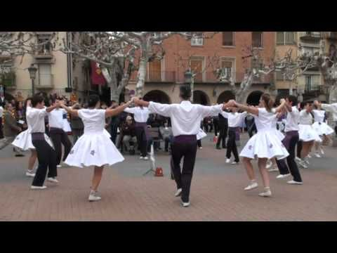 Balaguer Lleida Colla Violetes Del Bosc Sardana Dance In Catalonia Don T Miss The Movements Of The Skirts Danzas Del Mundo Bailes Tradicionales Danzas