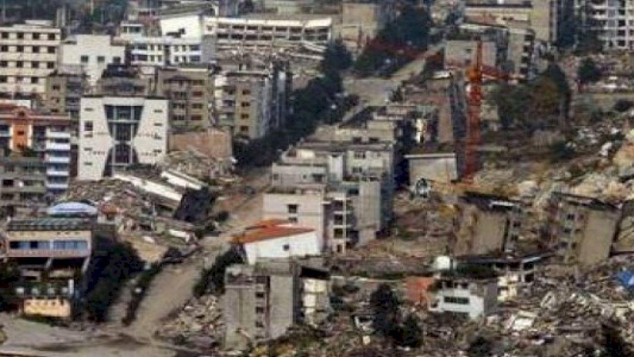 تعريف بؤرة الزلزال Earthquake Facts Earthquake Paris Skyline
