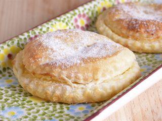 Pies de manzana con crema de almendras