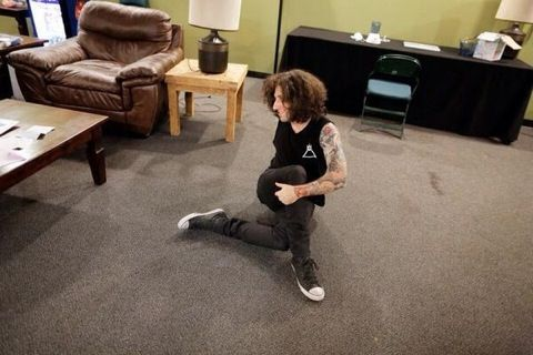 Joe Trohman just doing some stretching :)
