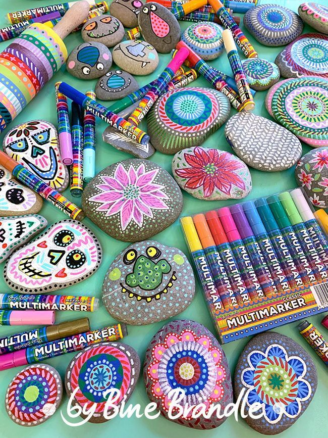 """Diese wasserbasierenden Acrylmarker sind so vielseitig einsetzbar, das ich sie """"Multimarker"""" genannt habe. Sie sind auf Glas nass entfernbar und auf rauen Oberflächen wie Stein oder Holz permanent haftend also ein echtes Multitalent. Ein Set enthält 20 Stifte in knalligen sowie auch pastelligen Farben. Diese und viele weitere Produkte von Bine Brändle findest du im desda.shop"""
