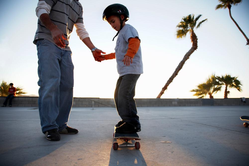 The Beginner S Guide To Skateboarding Skateboard Gear Kids Skateboarding Beginner Skateboard