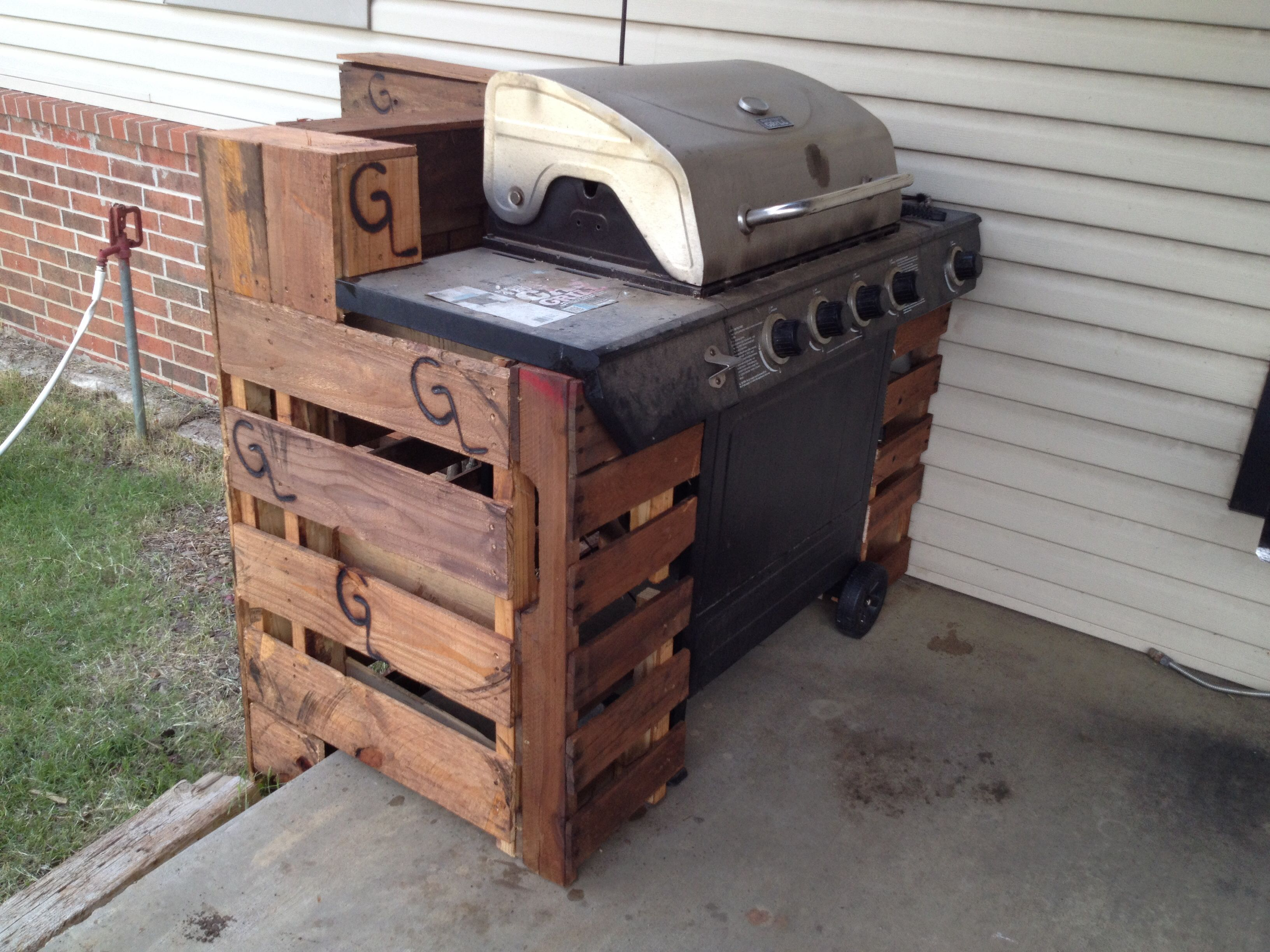 Pallet grill cover pallet furniture pinterest - Grill utensil storage ideas ...