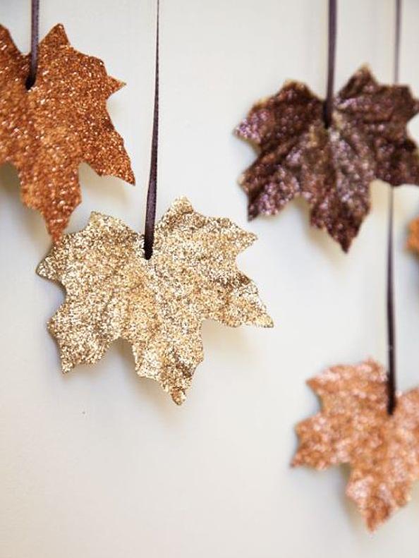 Kilde: Boxwood Clippings Glitrende høstblader blir fin pynt og er også et hyggelig prosjekt å lage med barna i høstferien. Du tre...