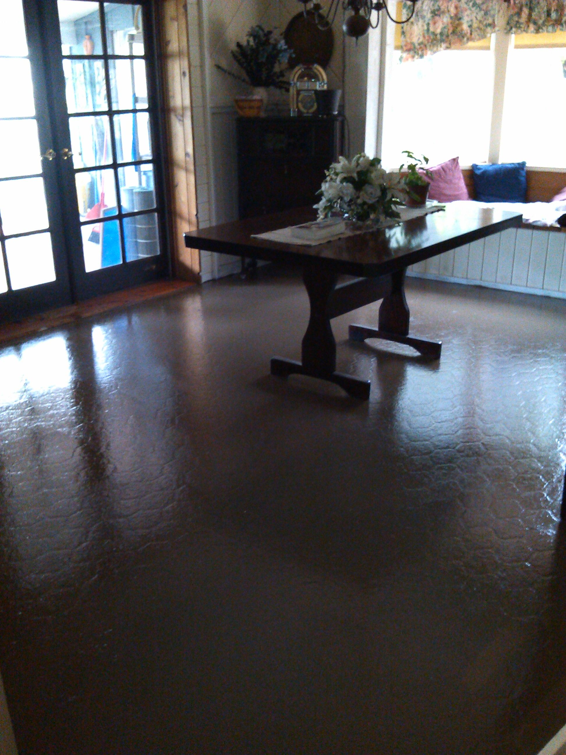 You can paint your ugly vinyl floors a few days ago i posted how to you can paint your ugly vinyl floors a few days ago i posted how to paint vinyl or linoleum floors i sanded the floor used kiltz primer dailygadgetfo Image collections
