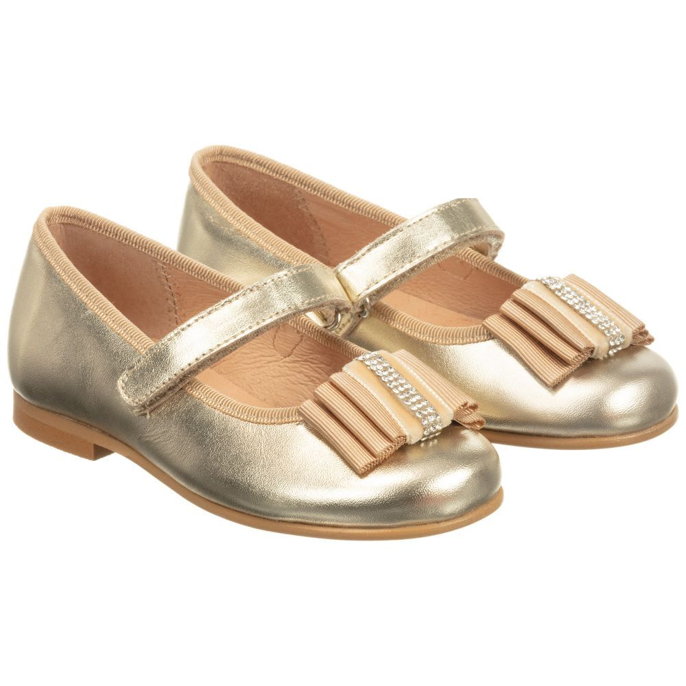 6626672d Girls gold leather shoes from Children's Classics. These pretty ballerina  pumps have a grosgrain ribbon