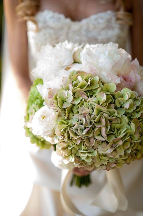 Wedding bouquet idea; Featured Photographer: Jennifer Lindberg Weddings