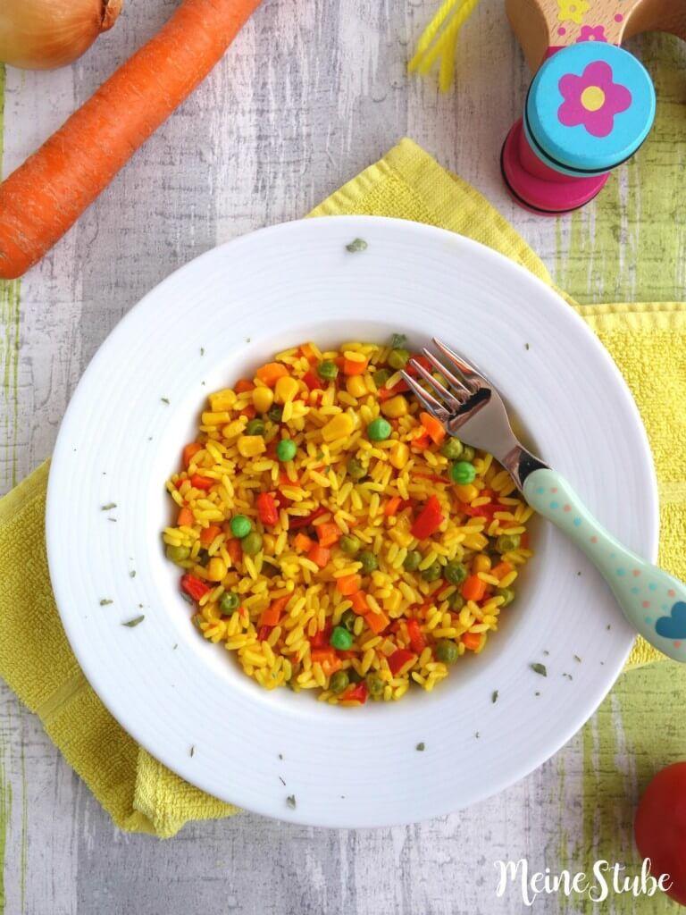 Kinder Paella mit buntem Gemüse, ein vegetarisches Reisgericht - MeineStube