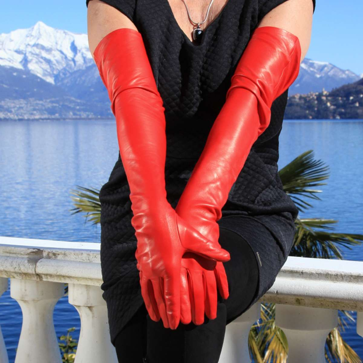 c06dc84f839c19 Schulterlange rote Lederhandschuhe - MICELI Gloves