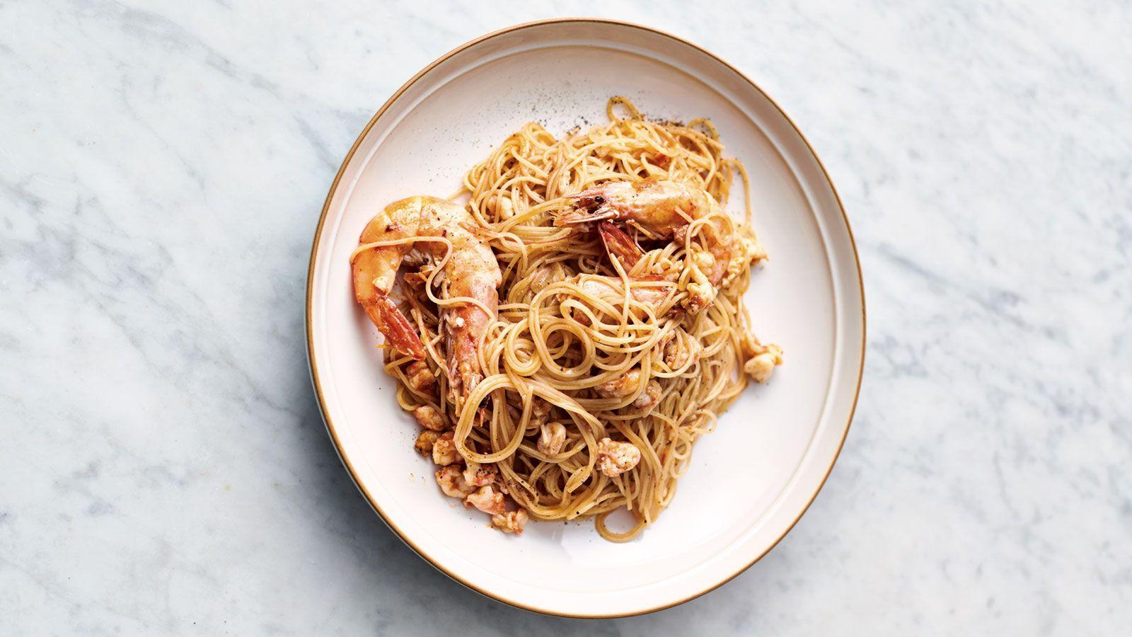 En Primer Lugar Ponemos A Cocer La Pasta En Agua Hirviendo Con Sal Siguiendo Las Instrucciones Del Fabricante Cooking Jamie Oliver Recipes How To Cook Pasta