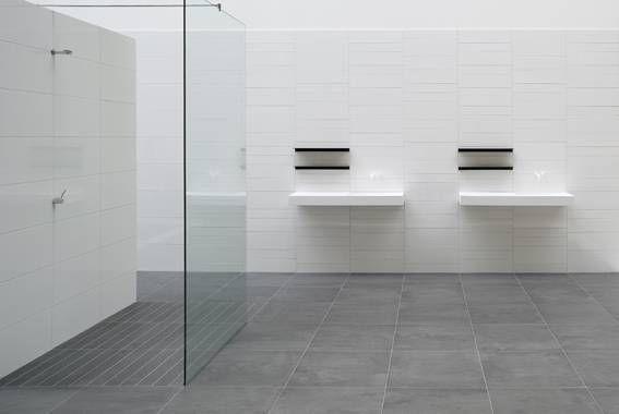 Badkamer witte tegels google zoeken badkamer pinterest bathroom tiling toilet and bath - Deco witte tegel ...