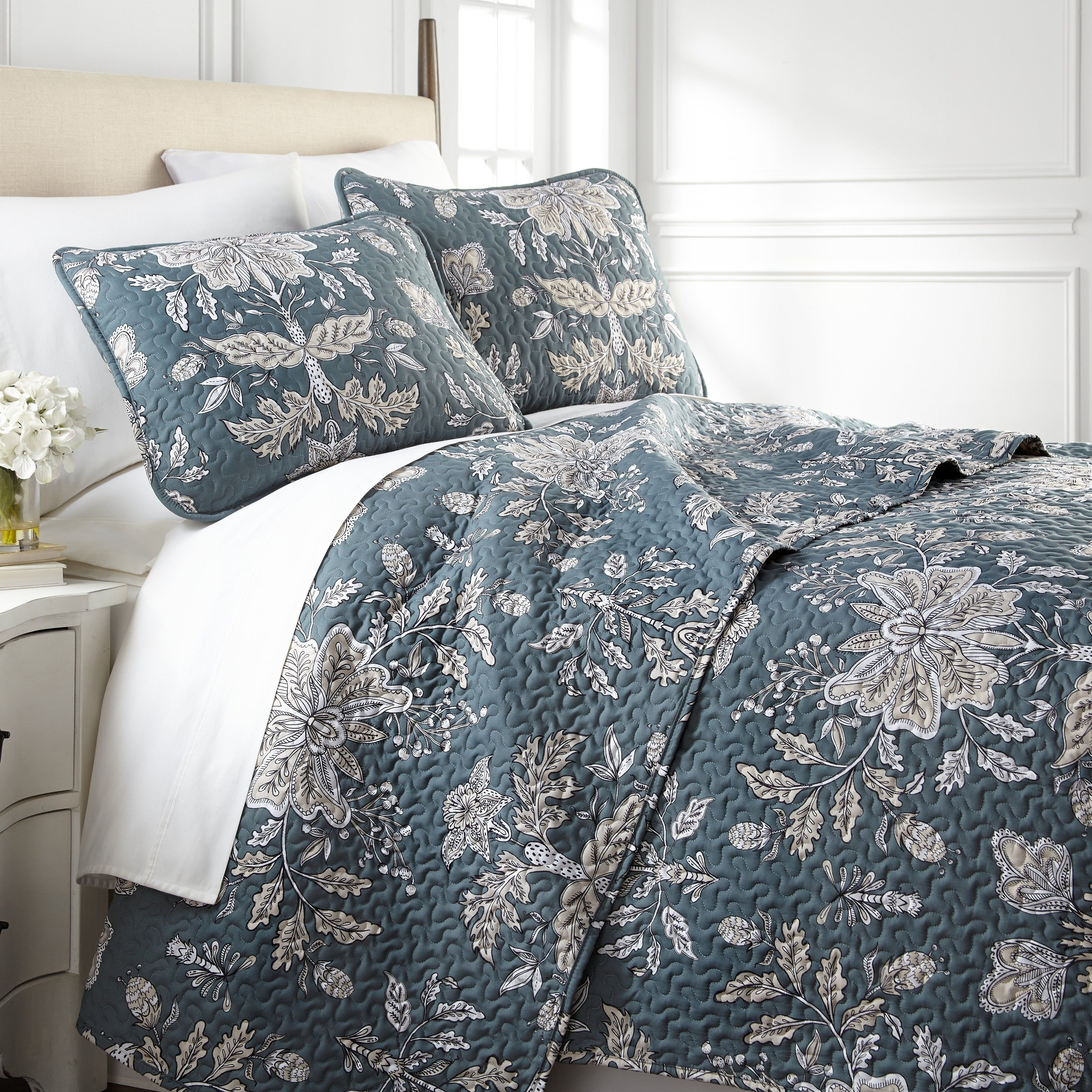 Winter Theme Flowers Print Details about  /Paisley Quilted Coverlet /& Pillow Shams Set