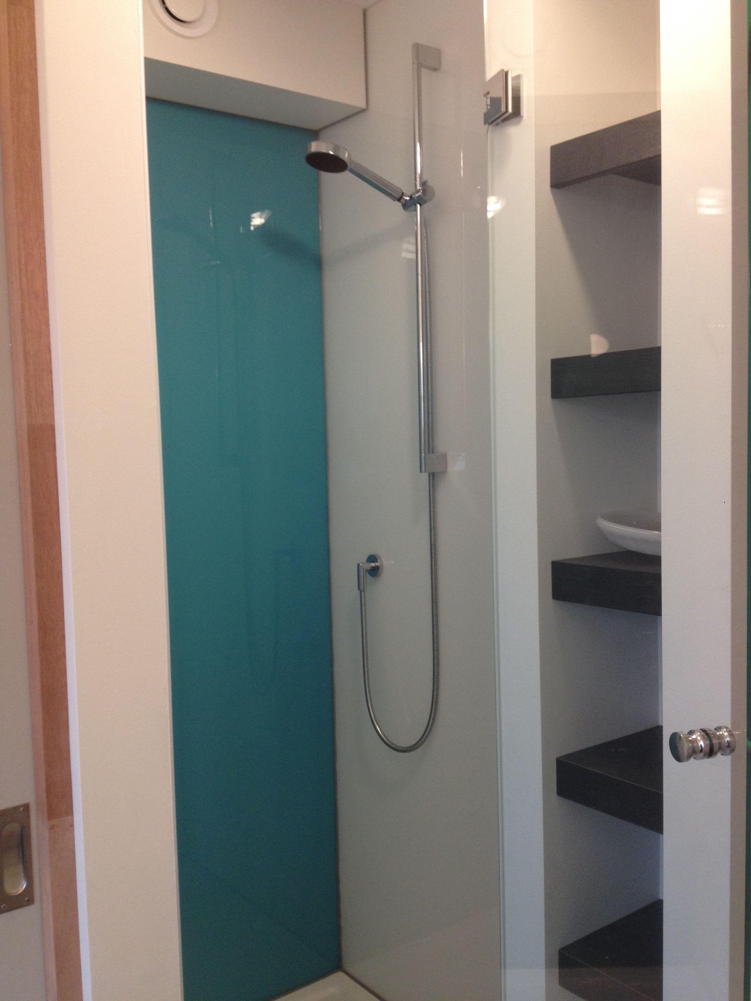 badkamer / douche met wanden van LUSTROLITE acryl / garnituur van ...