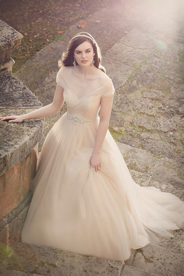 24 Showstopping Wedding Dresses For A Castle