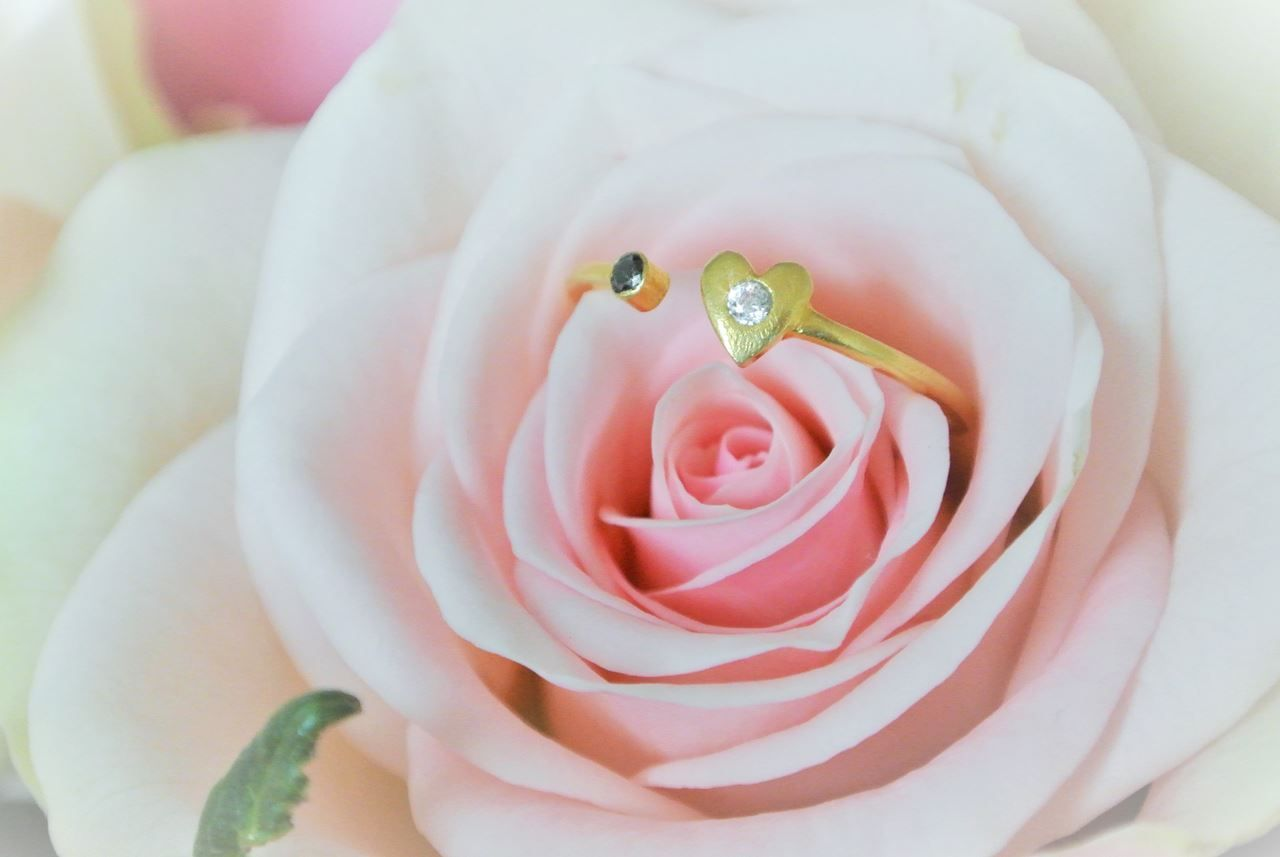 Opposites Attracts goldplated Ring - HeidisHoff.no #yingyang #rose