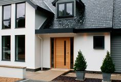 30 Fachadas De Estilo Colonial Clasicas Y Modernas Contemporary Exterior Doors Exterior Door Designs Contemporary Front Doors