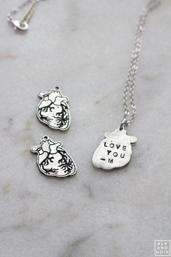 Human Heart Necklace With Engraving Anatomical Medical School Etsy Collares De Corazón Corazón Humano Corazones