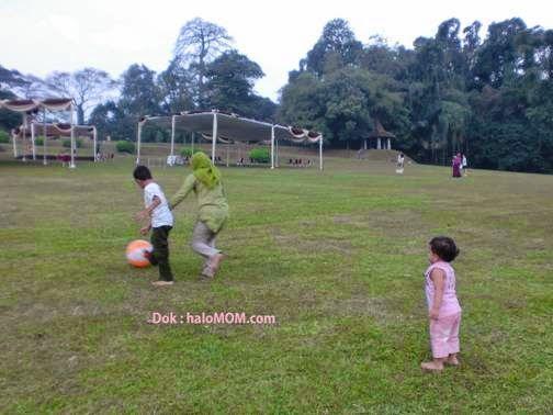 #haloMOM, #Berlibur dengan #Anak-anak atau batita. Baca selengkapnya » http://www.halomom.com/2015/03/tips-nyaman-berlibur-bersama-anak-anak.html