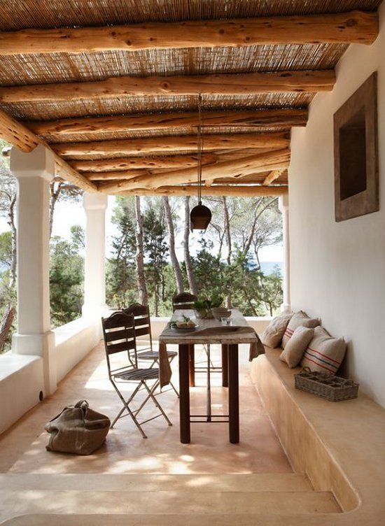 Galer a con bancos de cemento y techo de paja aire libre rooms pinterest - Casas de campo en elche de bancos ...