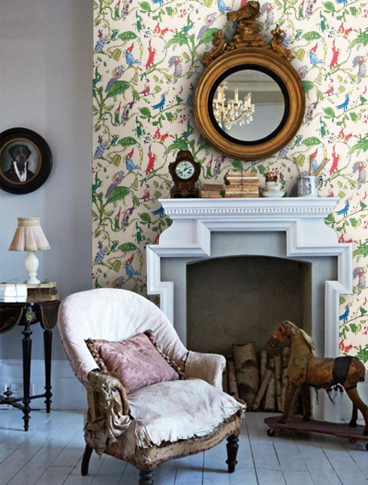 Дизайн интерьера гостиной детскими обоями с попугаями. Как вам?1