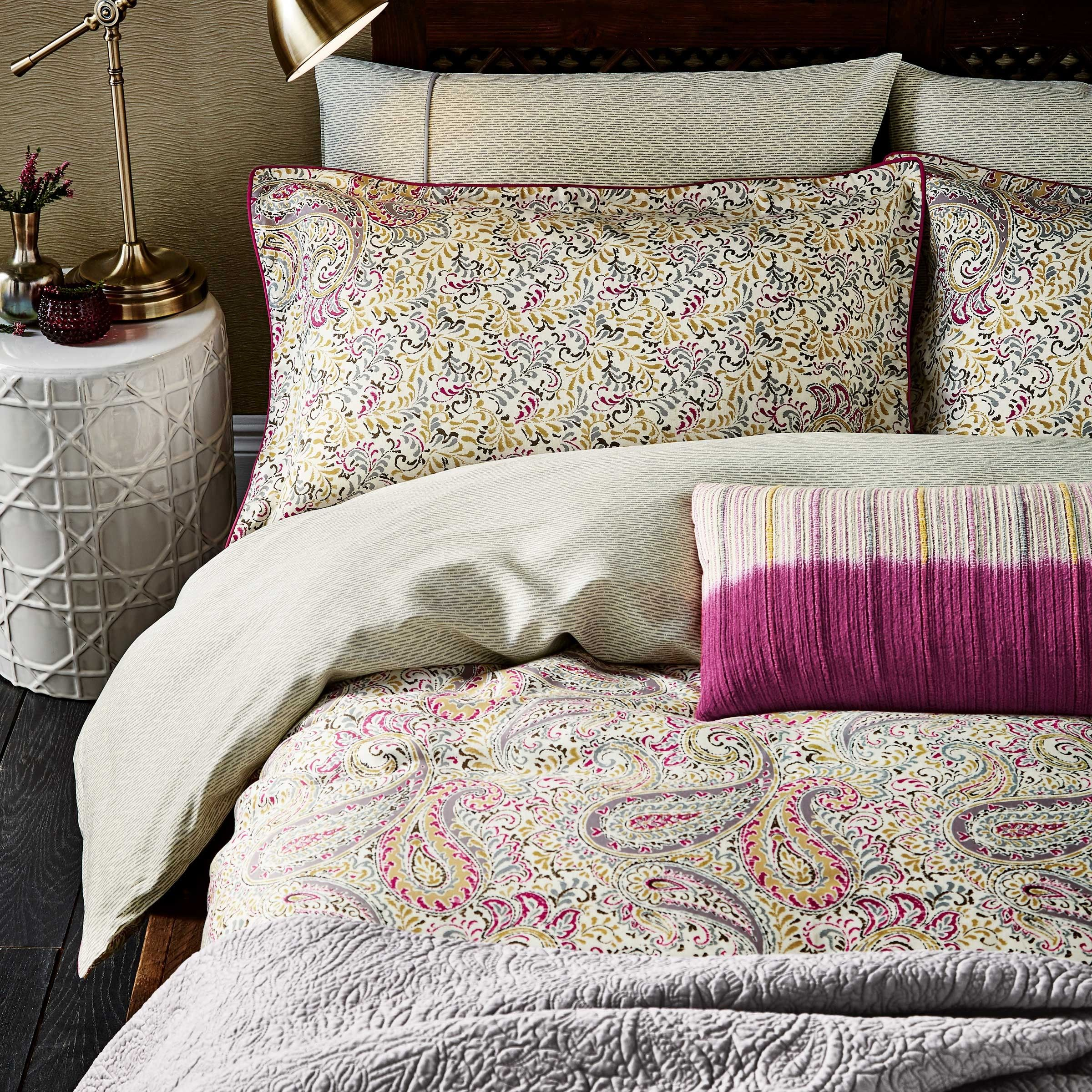 Patterned Bedding Awesome Decorating Ideas