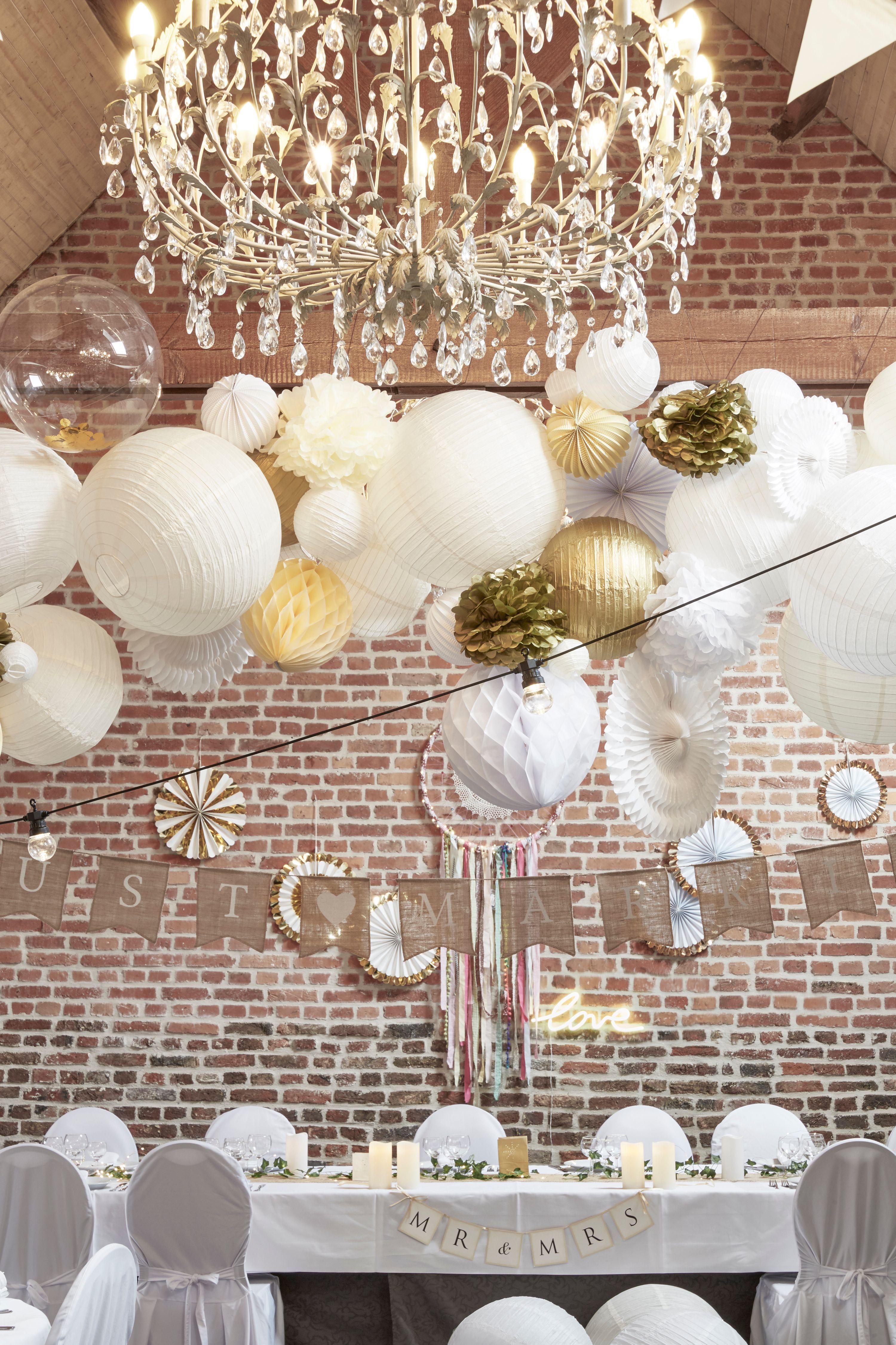 Fanion Jute Just Married Guirlande Guinguette Decoration Plafond Mariage Champetre Avec Grappe De Lampions