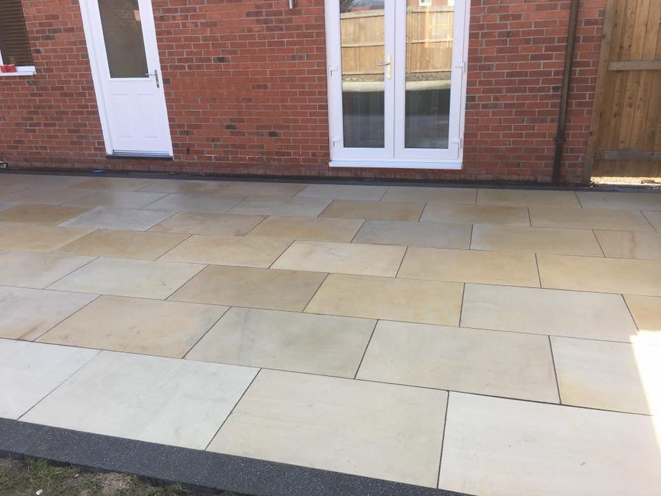 Mint Sawn Smooth Sandstone Paving Pack 900x600 Single Sizes 525 Per Pack Inc Free Delivery Cheshire Sandstone Sandstone Paving Patio Garden Design Patio Slabs
