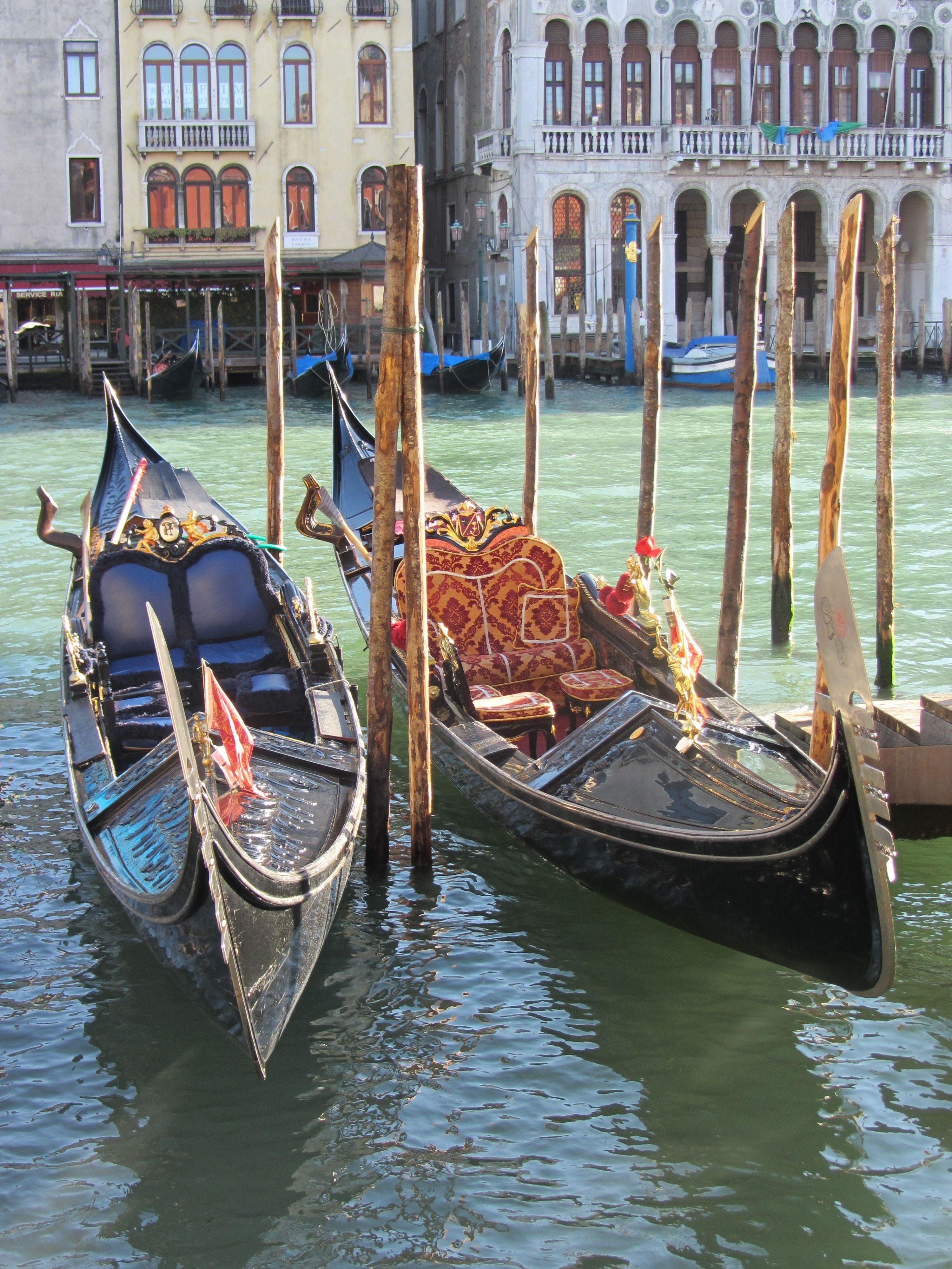 Laisse Les Gondoles A Venise Gondole Venise Venise Et Italie