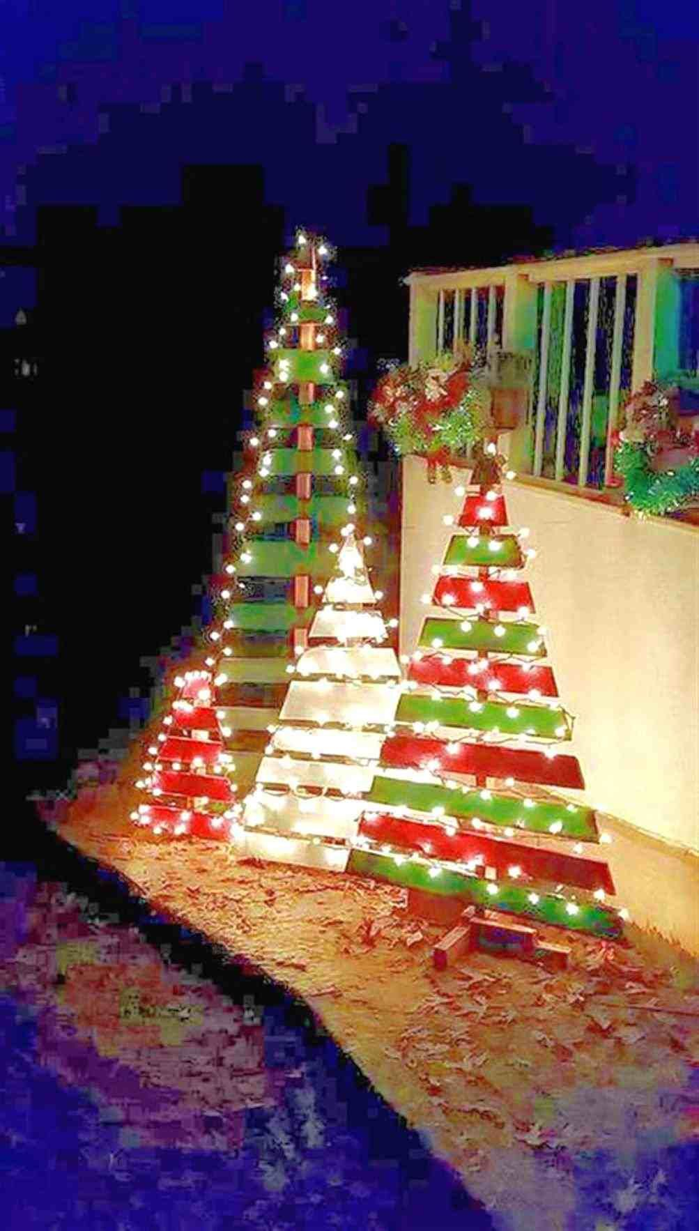 Bobayule Com Bobayule On Budget Ideas Christmas Lawn Decorations Christmas Decorating Hacks Pallet Christmas Tree