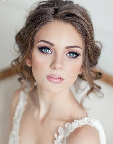 Nos encantan los make up naturales como éste; que destacan la belleza propia de la novia.