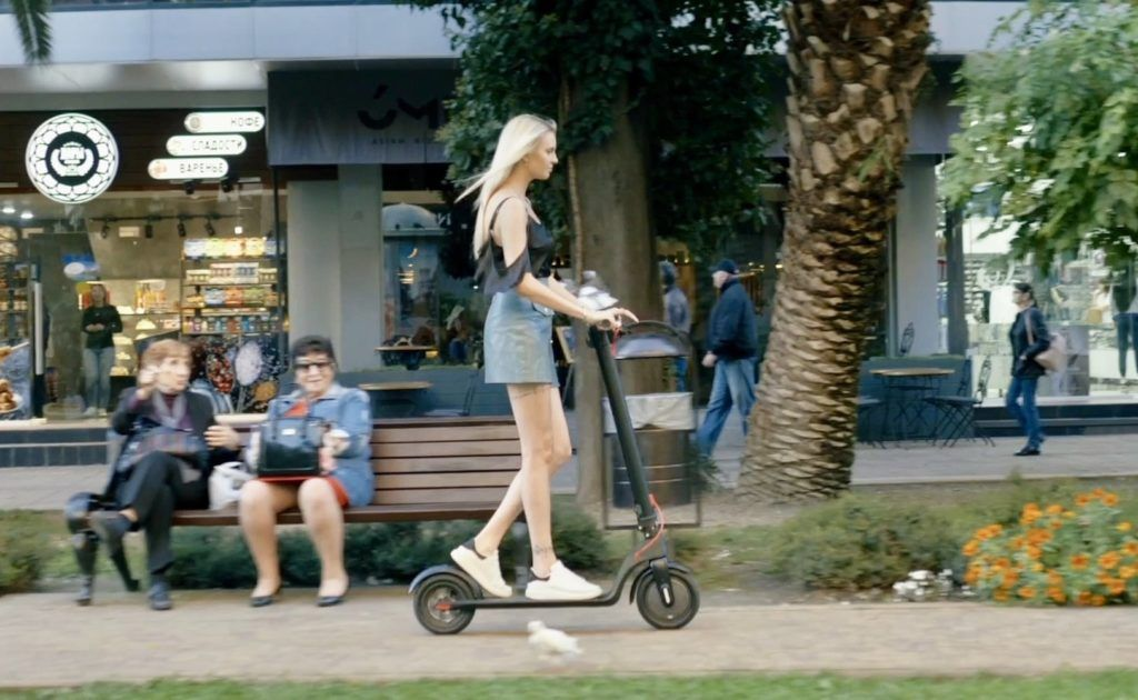 Levy Electric Swappable Battery Scooters Seriously Speed Up Your Commute In 2020 Black Friday Stores Online Black Friday Black Friday Shopping