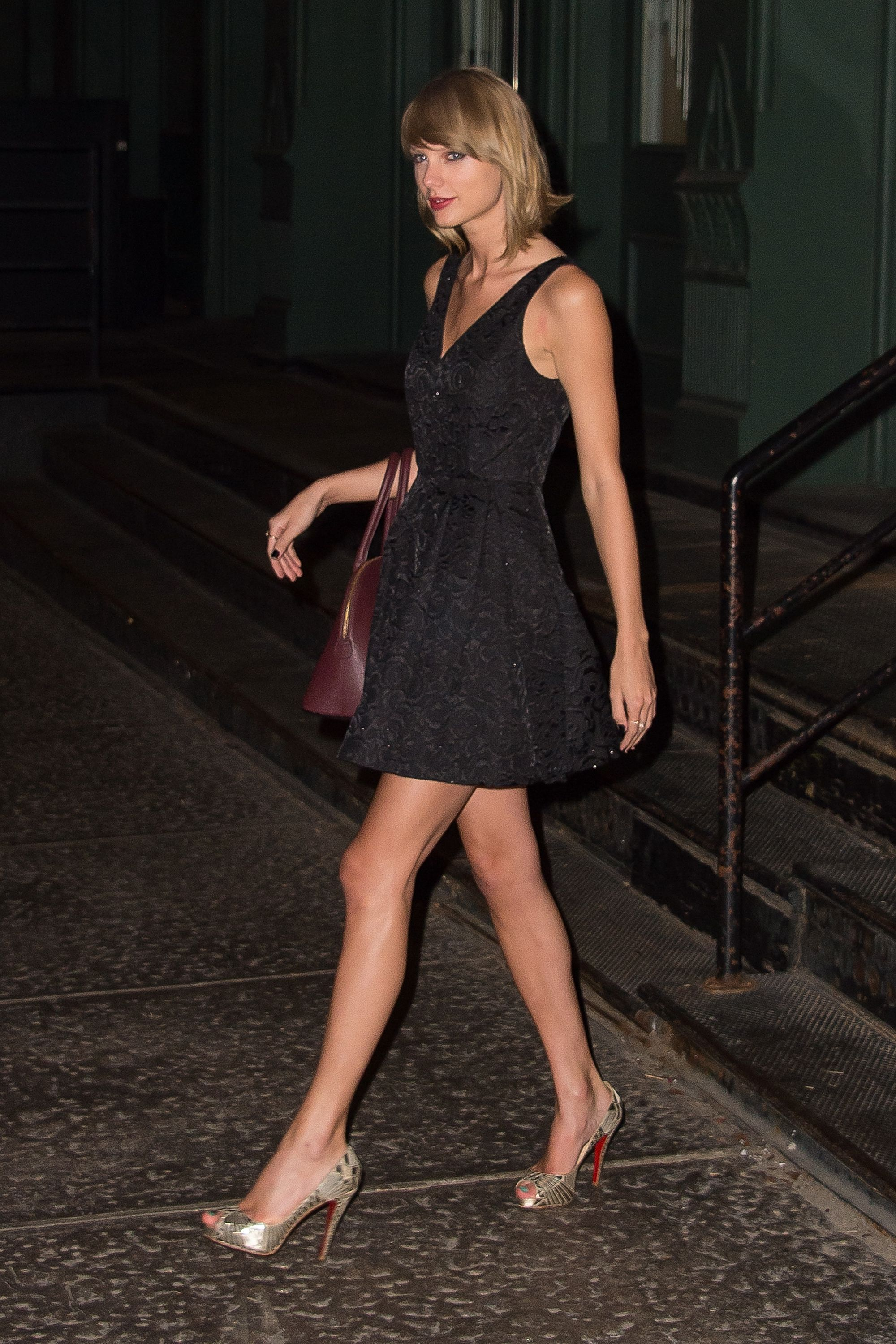 Leaving her apartment | New York | October 3 2014 | Taylor ...