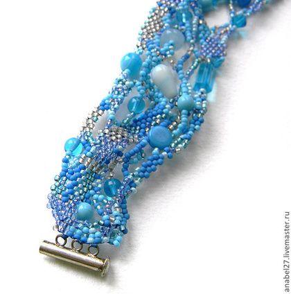 """Браслеты ручной работы. Голубой фриформ-браслет """"Море рядом"""" - ажурный браслет из бисера. Украшения из бисера   (Анна). Ярмарка Мастеров."""