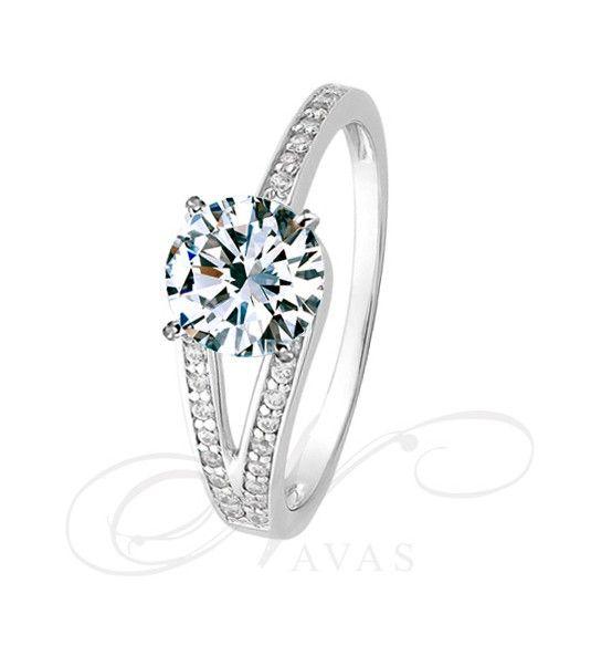 09f26cc6026d El solitario modelo BROADWAY es un solitario de diamantes que podríamos  definir como