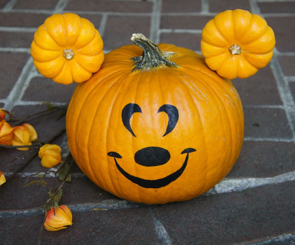 Make a mickey mouse pumpkin this halloween disney carving and mickey mouse pumpkin - Charming halloween decoration using love pumpkin carving ...