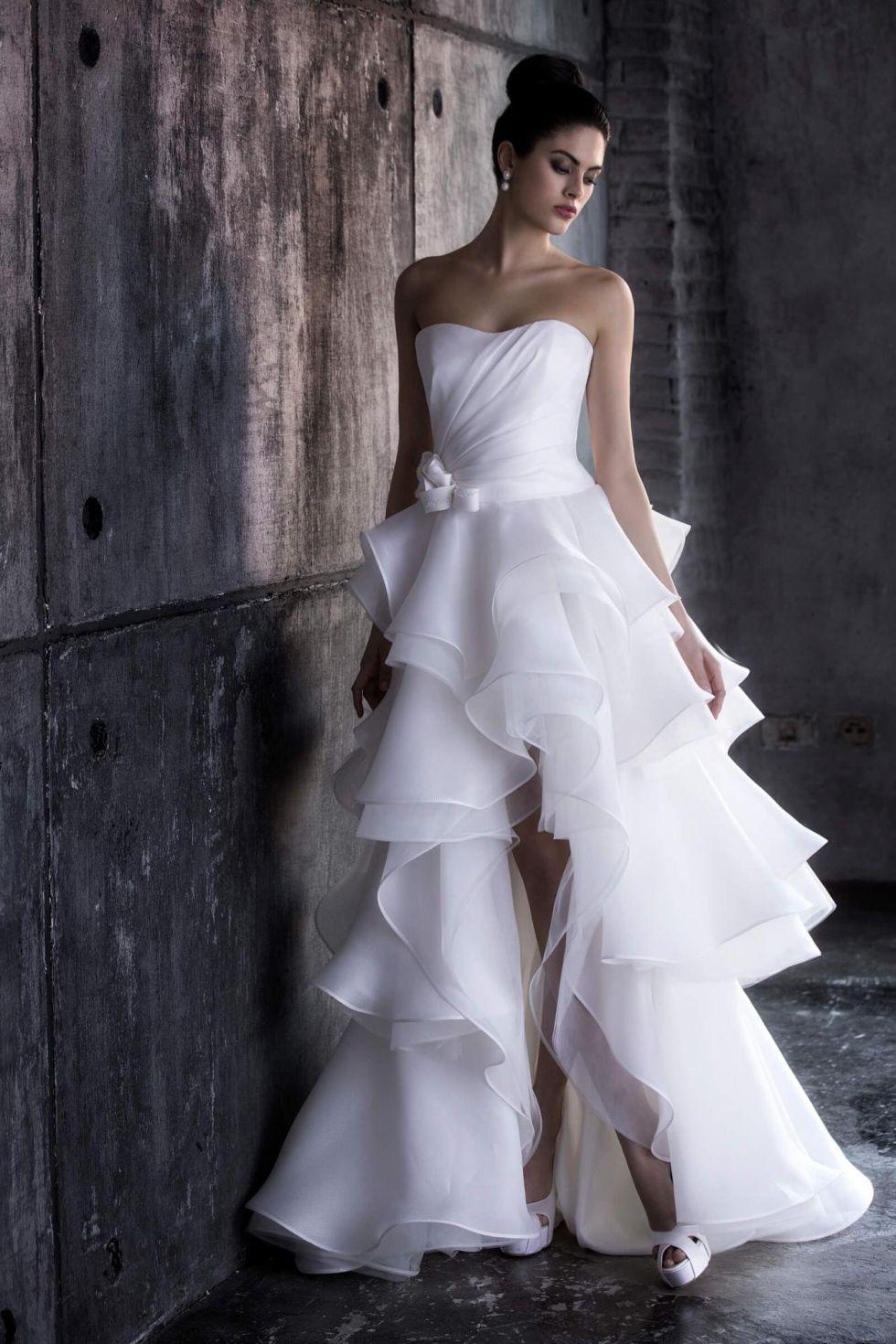 7f3a19047e48 Risultati immagini per abiti da sposa corti davanti e lunghi dietro ...
