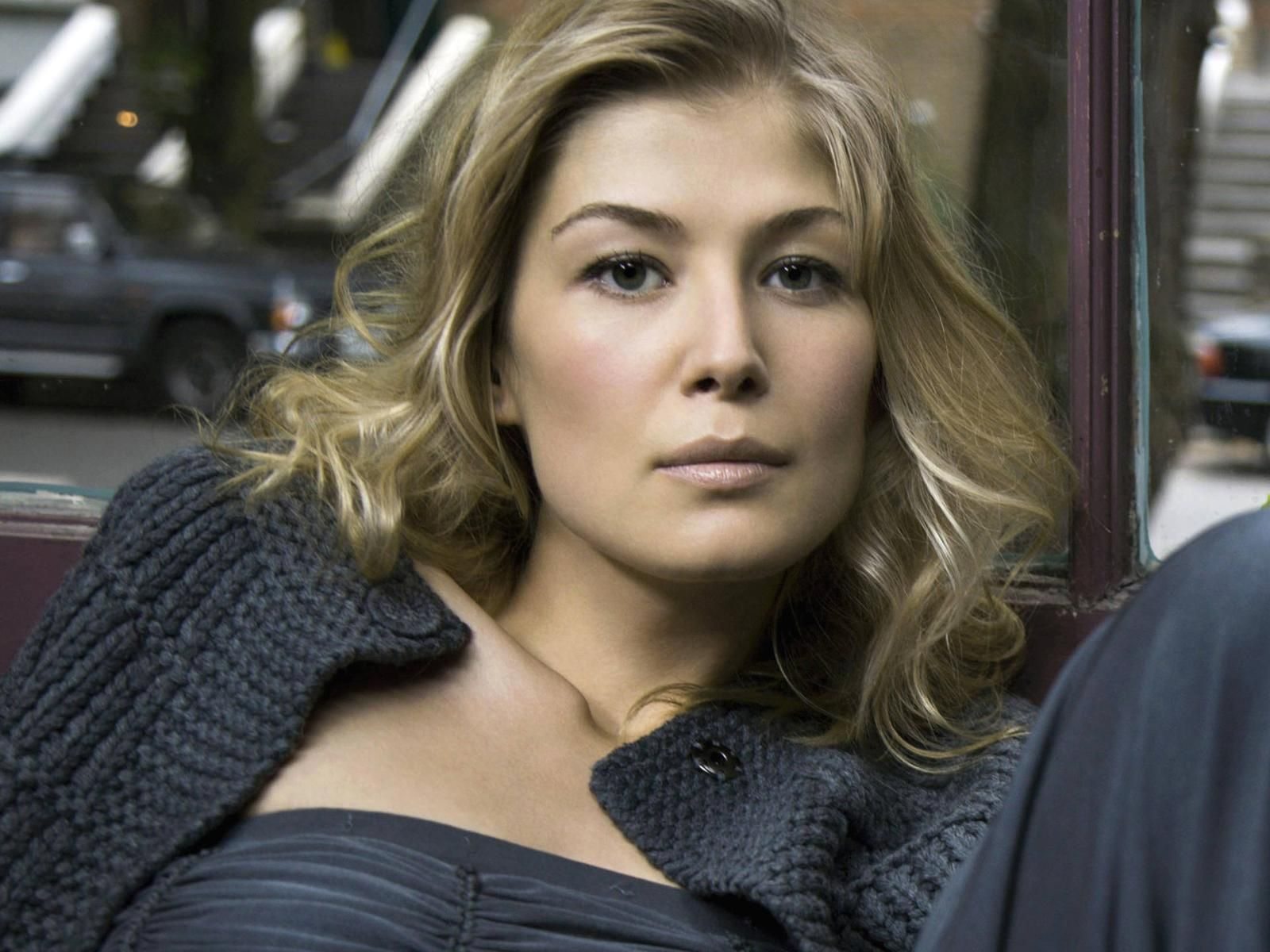Communication on this topic: Laura Slade Wiggins, rosamund-pike-born-1979/