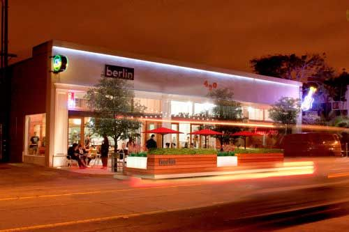 In Long Beach for Independence Day? Well check out Berlin Coffee House in Long Beach! The place features plush greenery + modern decor!