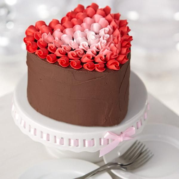 Surrounded by Love Heart Cake from @Wilton Cake Decorating Cake Decorating- perfect for Valentines Day!