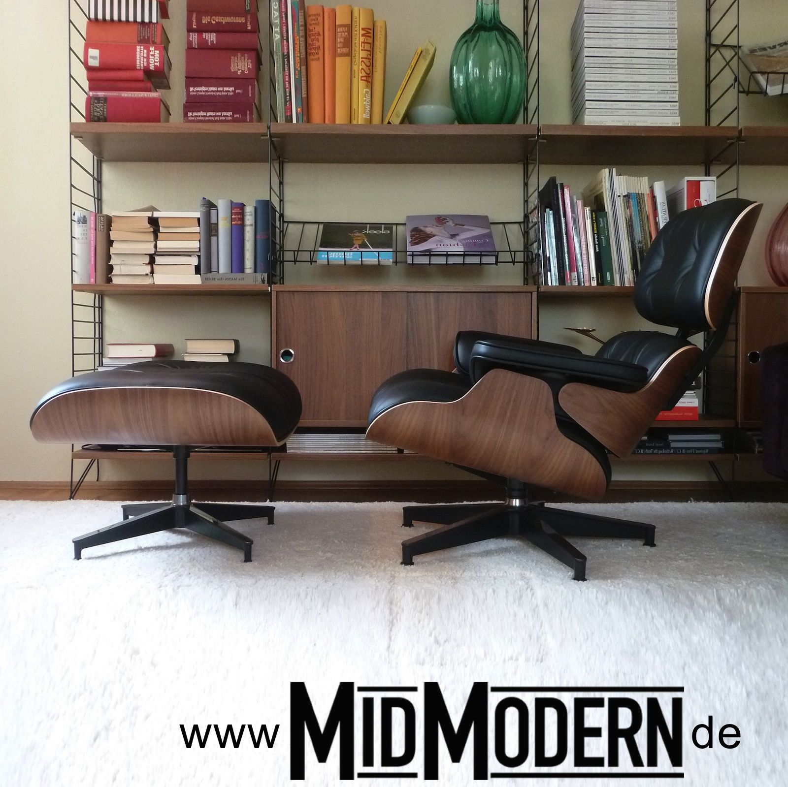 Eames Lounge Chair & Ottoman, Herman Miller, Walnut shells with black leather, 2013