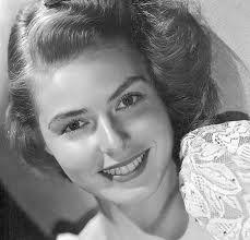 """1915  Ingrid Bergman.  fue una actriz sueca. Es la única actriz  en lograr 3 Óscar y 5 Globo de Oro además fue la primera ganadora del Premio Tony , por su labor en teatro en Broadway. Es considerada como uno de los mitos del séptimo arte.  Características : """"Tiene una combinación de rara belleza, frescura, vitalidad y capacidad tan poco común"""".   Mas conocida por: """"Casablanca,"""" """"Las campanas de Santa María"""""""