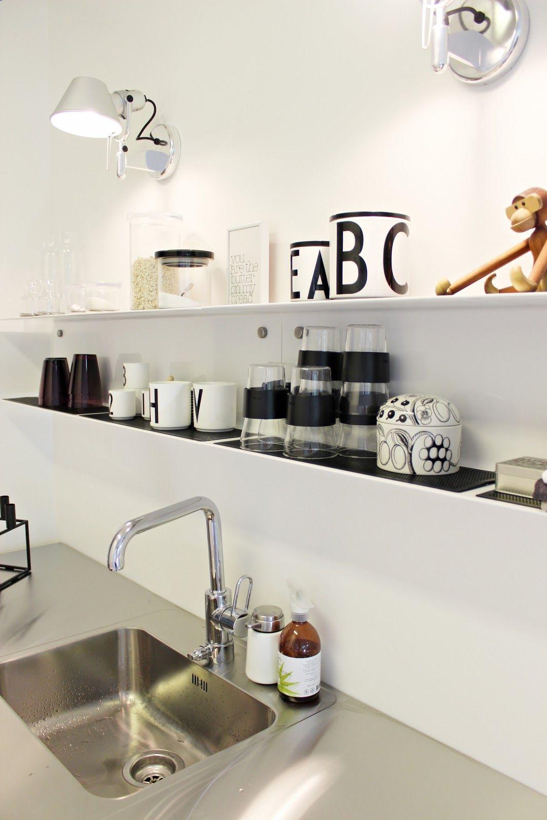 Küche schwarz weiß Wandregal | Regale | Pinterest | Küche schwarz ...