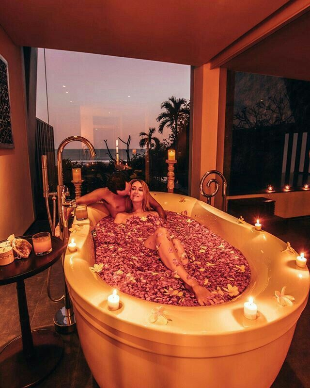 Pin by PAT on evening in 2020 | Romantic bath, Couples ...