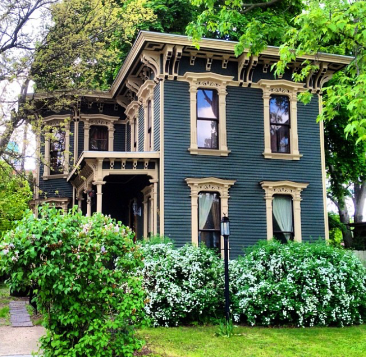 Victorian houses photo les maisons pinterest chang 39 e 3 back to and house colors for Victorian exterior color schemes