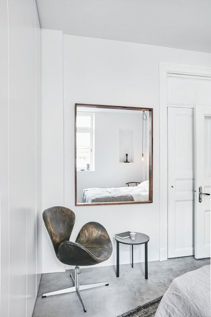 Modern And Elegant Apartment In Goteborg Sweden Swan Chair