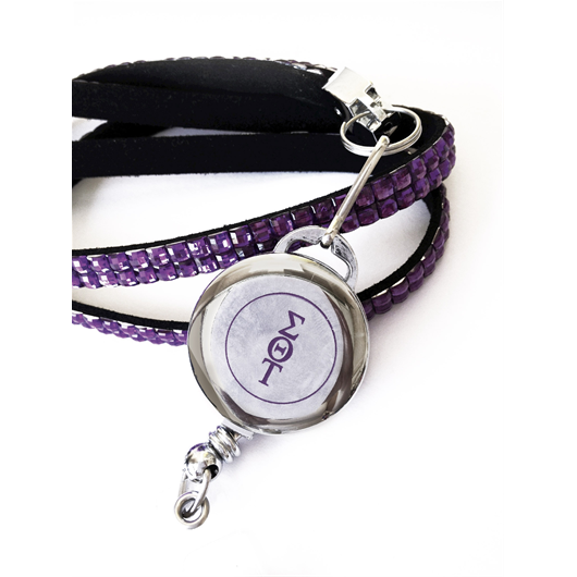 This Sigma Theta Tau International lanyard with retractable badge