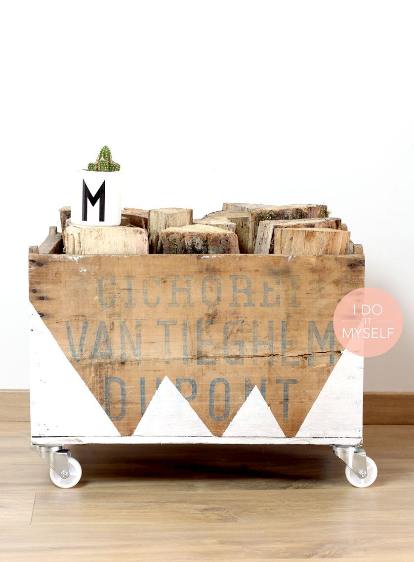 Easy Natural Diy To Store Your Wood For This Winter Ad Some Paint On A Wooden Box It Will Look Very Nice In Your Living Room Un Diy Nat Diy Diy