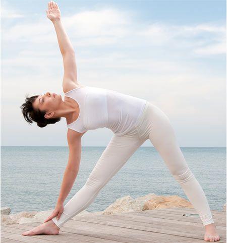 Exercice Du Yoga   Parivrtta Trikonasana   Pose du triangle en révolution – Comment  faire et quels sont ses avantages  50ac3952b11