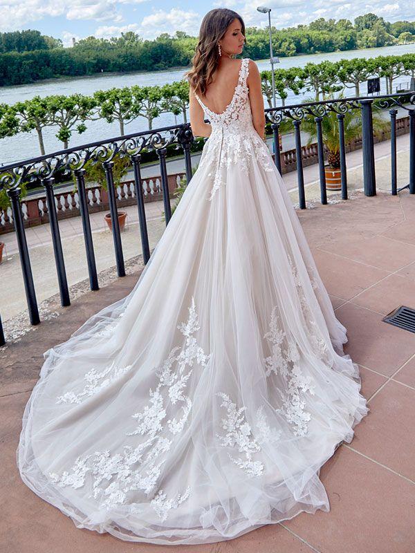 Traumhaftes Brautkleid mit Spitzenapplikationen auf ...