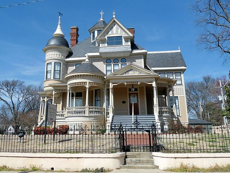 Vintage Victorian The Thompson Pillow House A Fine Example Of Queen Anne Architecture Helena Arkansas Circa 1896 Photo Credit Wik In 2020 Victorian Homes House Victorian Architecture